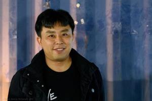 Here's Lee Tae-Hoon looking suave.